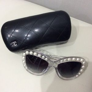 CHANEL iconic runway glasses with pearls